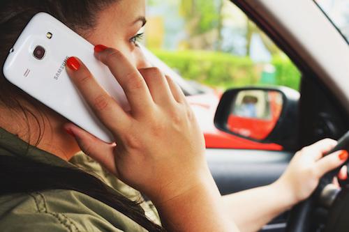 Smartphone in het verkeer
